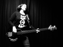 Lou, Bass