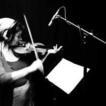 Mandi, Violin